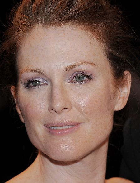 Julianne-moore-091608-450p